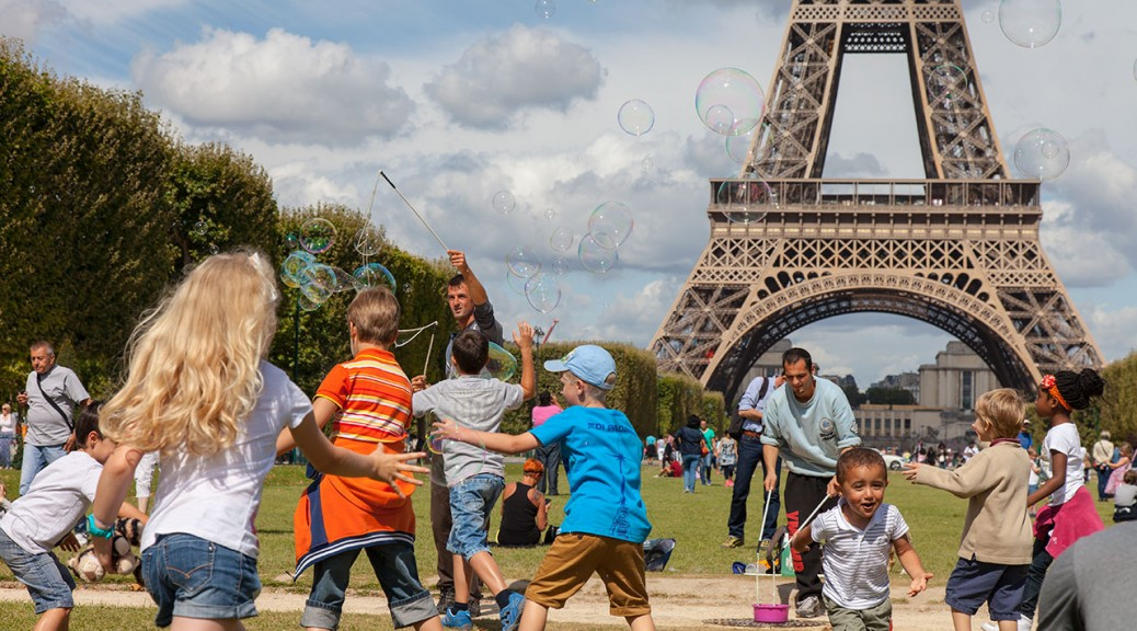Bubbles in front of the Eiffel tower